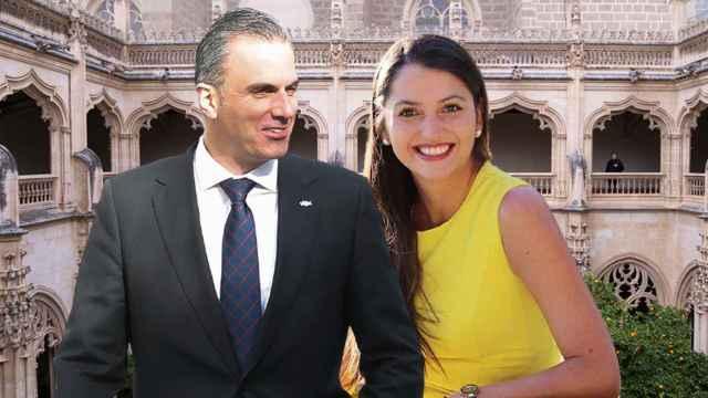 Javier Ortega Smith y Paulina Sánchez del Río delante del Monasterio de San Juan de los Reyes