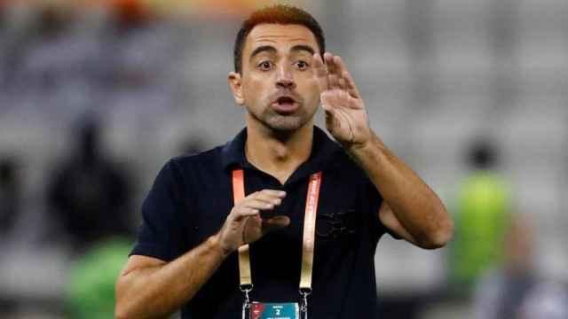 Xavi dando indicaciones en un partido del Al-Sadd
