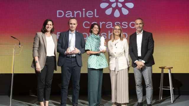 Raquel Ajates y Daniel Gaitán junto a miembros de la Fundación Daniel y Nina Carasso en la presentación  de su 'fellowship'.