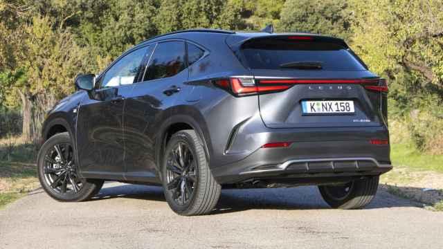 Versión híbrida enchufable probada del nuevo Lexus NX 2022.