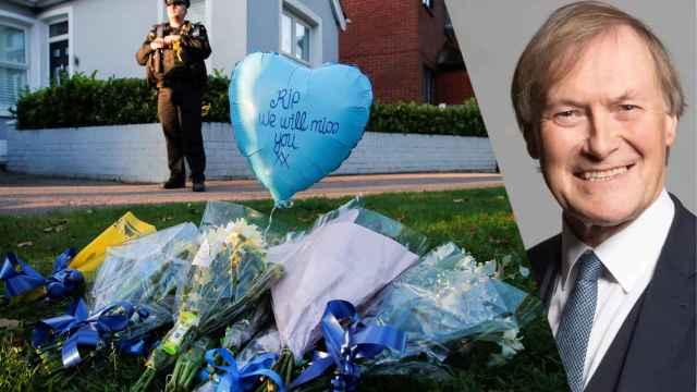 Decenas de ciudadanos dejaron flores en memoria de David Amess.