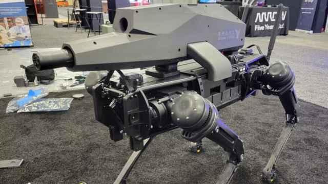 Así es el primer perro robot armado.