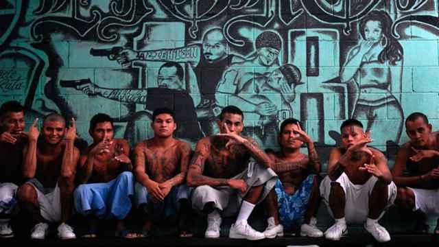 Delincuentes hispanoamericanos pertenecientes a maras.