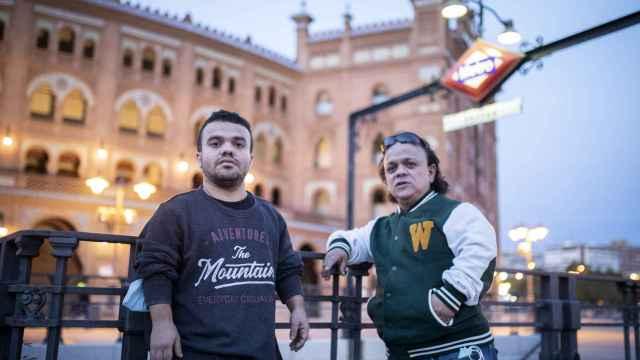 Robet y Jimmy en la parada de Metro de la Plaza de Toros de Las Ventas.