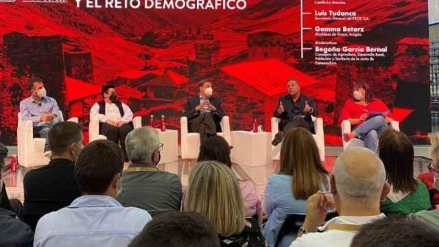 García-Page durante su intervención este viernes en una de las mesas redondas del Congreso del PSOE.