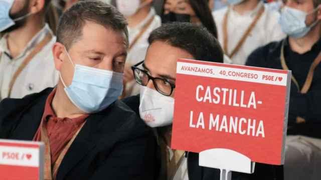García-Page y Sergio Gutiérrez en el Congreso del PSOE este sábado.