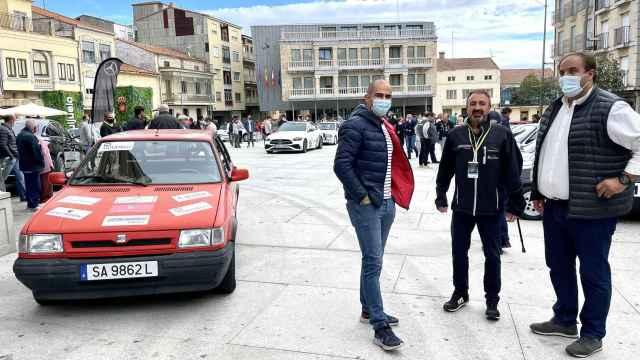La Plaza Mayor durante la celebración del VIII Rally Entresierras Histórico de Guijuelo