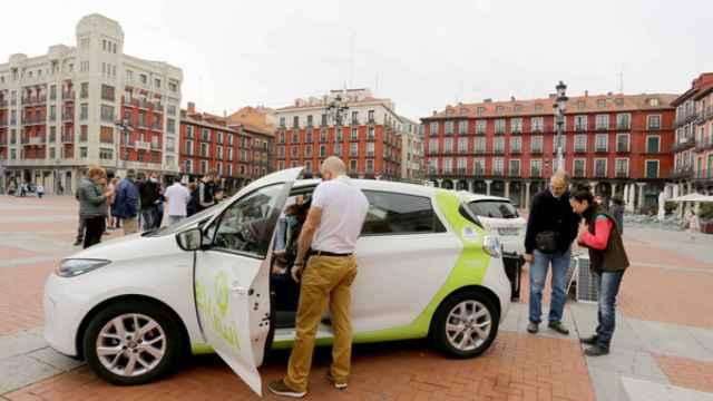 Presentación del sistema de coche compartido de eKiwi en la Plaza Mayor