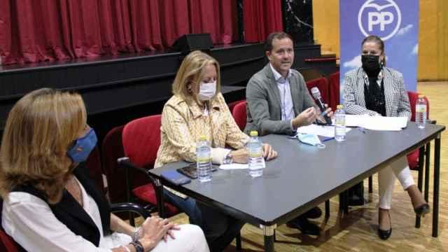Carlos Velázquez este sábado en Noblejas en un encuentro comarcal con alcaldes, portavoces, afiliados y simpatizantes del PP de la zona de Ocaña.