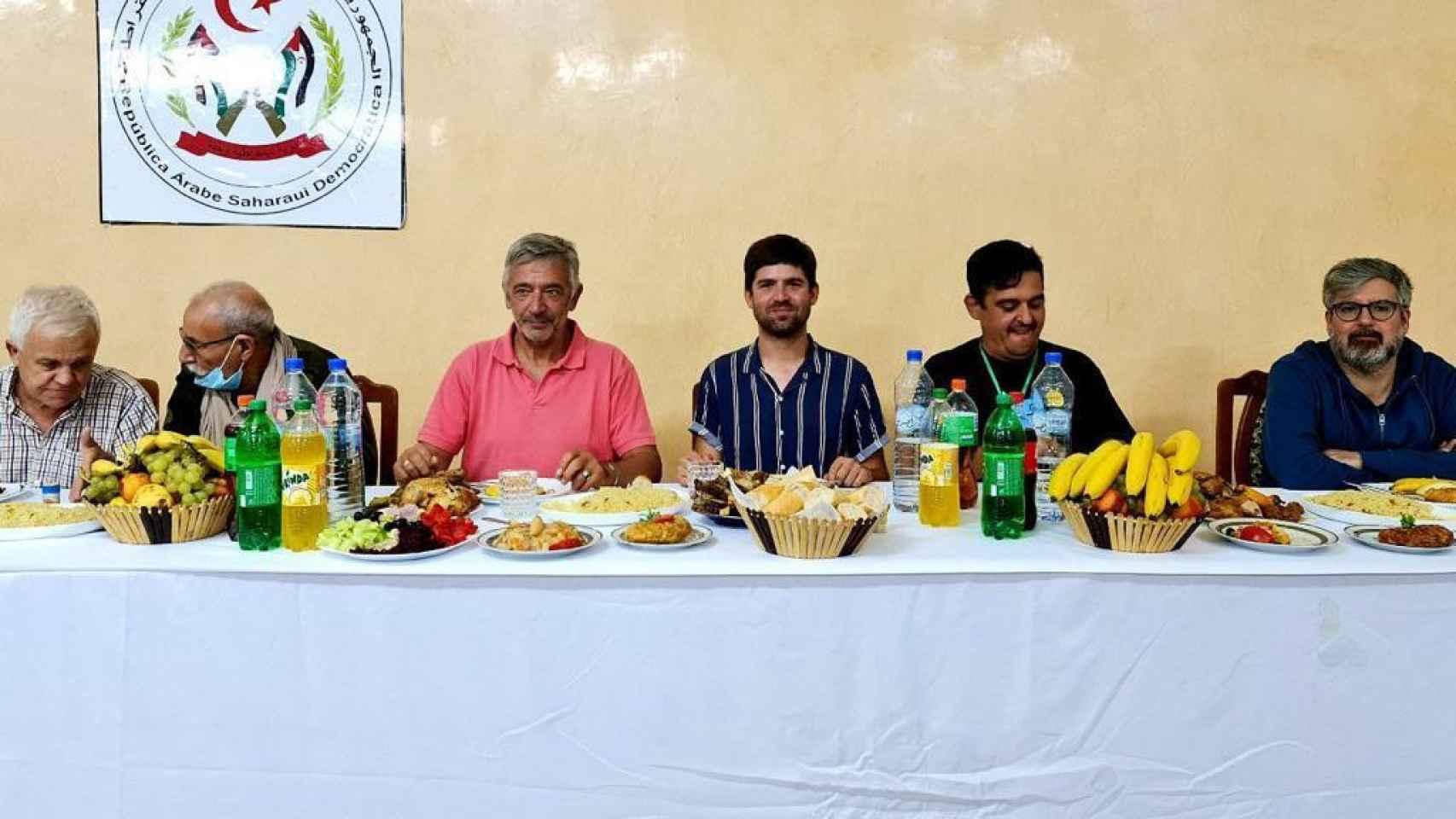 La 'delegación nacionalista' reunida con el líder del Frente Polisario, Brahim Ghali.