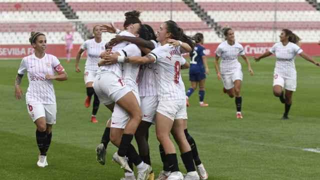El Sevilla FC femenino celebra un gol ante el Real Madrid Femenino