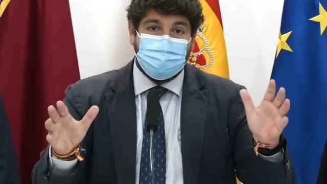 El presidente de Murcia, Fernando López Miras,  presenta un corredor verde en el Mar Menor.