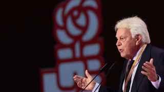 El 'repaso' de González a Sánchez y sus pactos anima a los críticos a pedir 'ser atendidos' en el PSOE