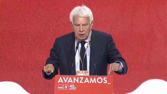 Felipe González reivindica ante Pedro Sánchez su libertad dentro del PSOE.