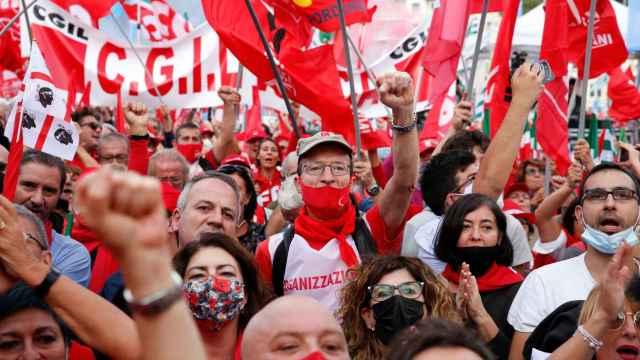 Roma protesta contra el fascismo en la calle.