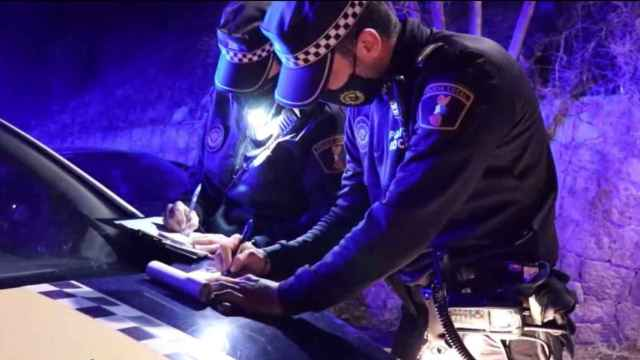 Control de Policía en Alicante por la noche, en imagen de archivo.