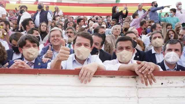 Mañueco asiste a la corrida de toros Arenas de San Pedro
