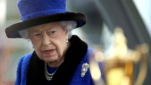 La reina Isabel II en una imagen reciente durante la entrega del trofeo de los campeones en el hipódromo de Ascot.