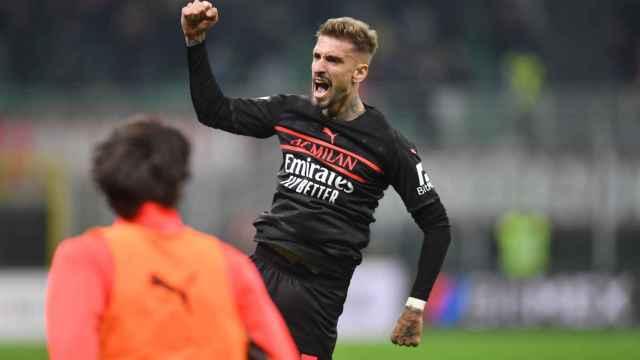 Samu Castillejo celebra su gol con el AC Milan