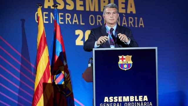 Joan Laporta ante los Socios Compromisarios en la Asamblea del Barça