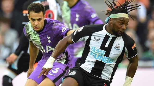 Reguilón en un momento del partido contra el Newcastle