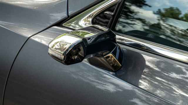 Así son lo sretrovisores digitales que monta el Lexus ES.