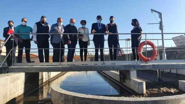 Alfonso Fernández Mañueco y parte del Ejecutivo regional visitan una estación depuradora