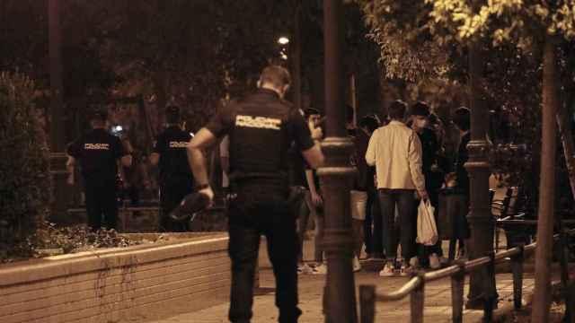 La Policía interviene en un botellón el pasado fin de semana en la Comunidad Valenciana.
