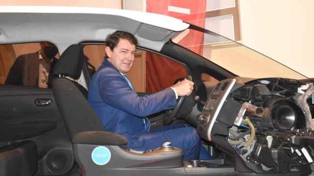 Visita de Fernández Mañueco al Museo de la Automoción de Salamanca