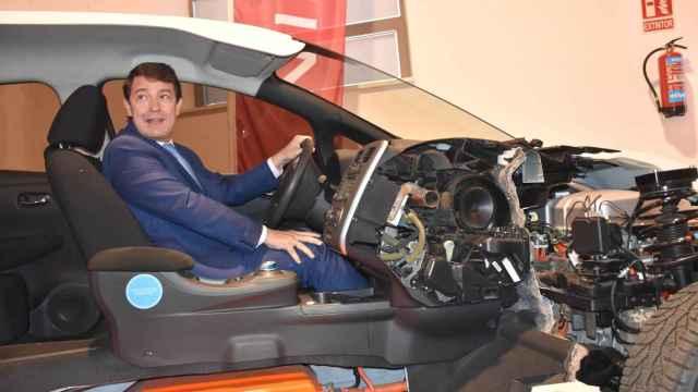 FOTOGALERÍA | Visita de Fernández Mañueco al Museo de la Automoción de Salamanca