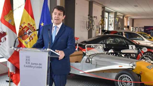 isita de Fernández Mañueco al Museo de la Automoción de Salamanca