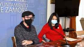 Paco González y María Eugenia Cabezas en la presentación de las III Jornadas Lobo Ibérico