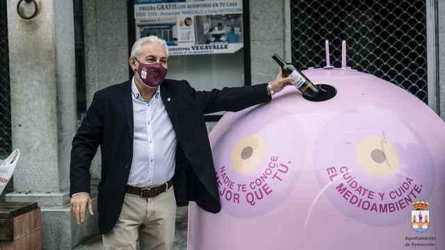 Manuel Burón inaugura uno de los contenedores de reciclaje de vidrio