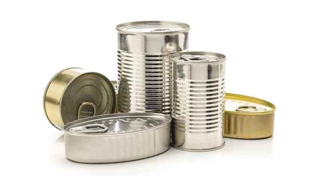 Varias latas de aluminio para conservar alimentos.
