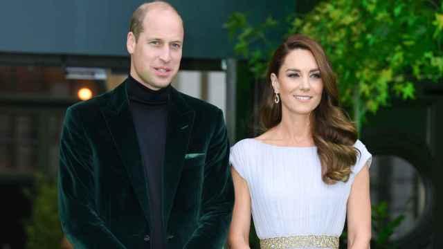 El príncipe Guillermo y su esposa, Kate Middleton, en la alfombra verde de los premios Earthshot | Foto: Gtres