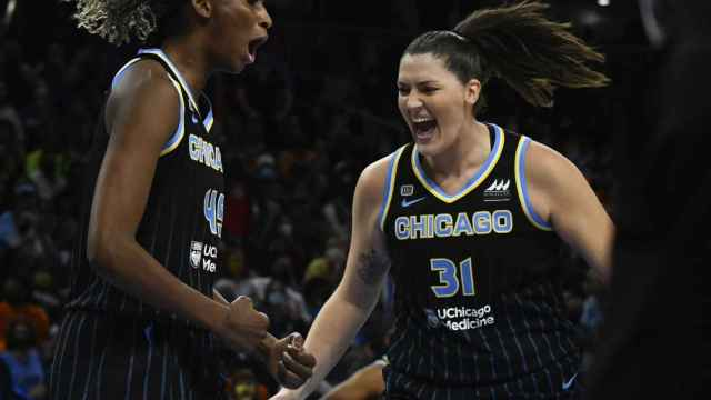 Astou Ndour celebra su anillo de la WNBA