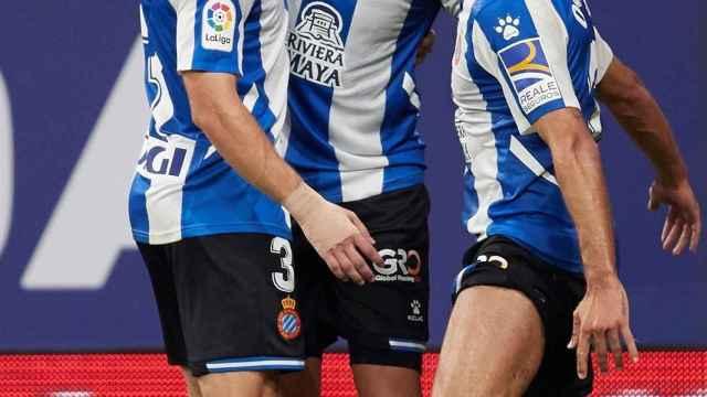 Los jugadores del Espanyol celebran el gol de Raúl de Tomás en La Liga 2021/2022