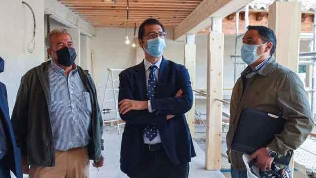 Caballero visita por sorpresa un vistoso edificio que están recuperando en Ciudad Real