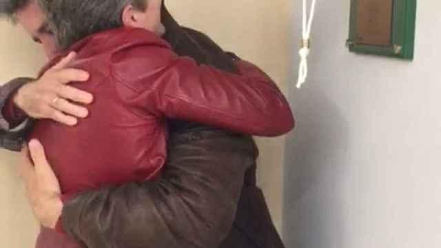 El vídeo de la pareja tocando la campana de los sueños de Quirón.