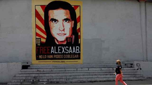Una pancarta pidiendo la liberación de Saab.