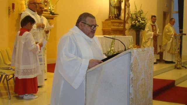 El padre Fernando oficiando una misa en septiembre de 2018 en la Iglesia de San José.