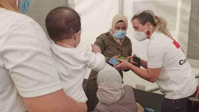 En Cruz Roja Alicante han atendido a las 108 personas que han llegado en pateras durante estos tres días.
