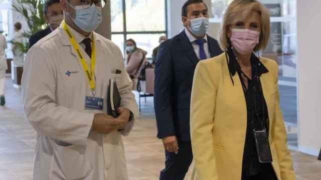 Luis Ángel González acompaña a Verónica Casado en su visita al hospital de Salamanca