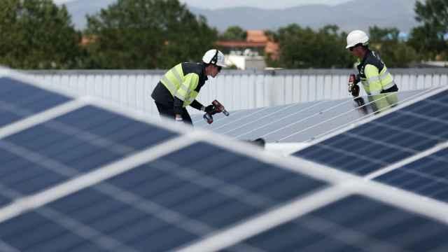 El sol mira a Alicante pero el calzado no mira al sol: ¿por qué no convence el autoconsumo fotovoltaico?