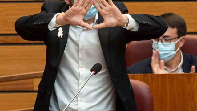 Luis Tudanca durante el Pleno de las Cortes