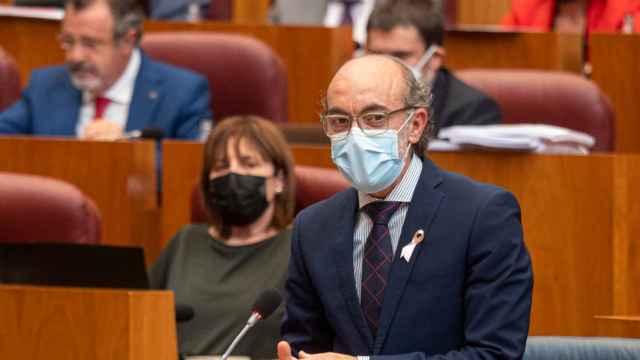 El consejero de Cultura y Turismo, Javier Ortega, durante el Pleno de las Cortes