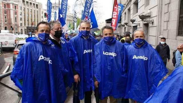 Trabajadores de la cárcel de Topas,  durante su participación en una concentración de protesta en Madrid