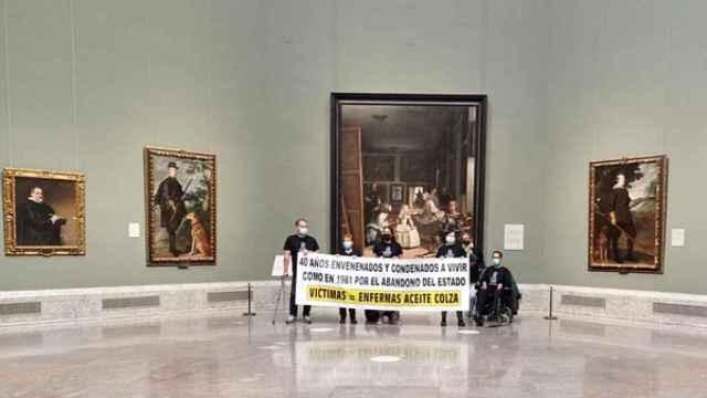 Enfermos por el síndrome tóxico de la colza, durante su encierro de protesta en el Museo del Prado