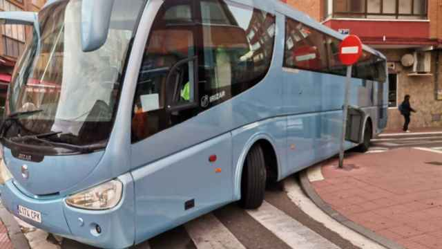 Imagen del autocar encajado