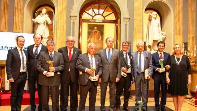 Vargas Llosa y Gonzalo Santonja recogen los premios. Fotografía: Natalia Calvo